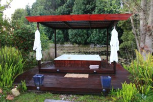 lily-pond-lodge-jacuzzi-01